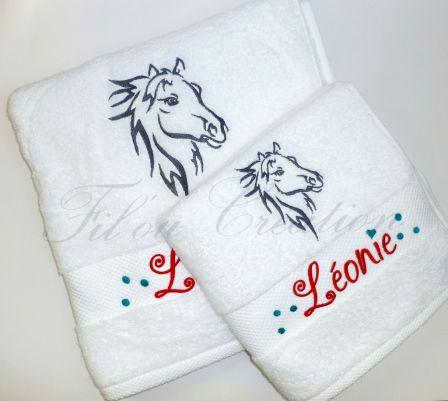 Serviette et drap de douche broderie tête de cheval personnalisés prénom